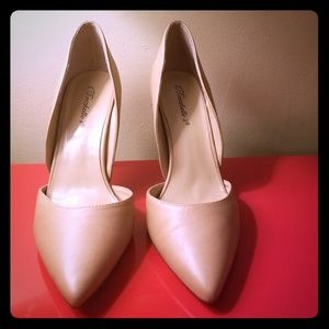 Breckelle's Nude/Tan Pigalle Pointed Toe Pumps